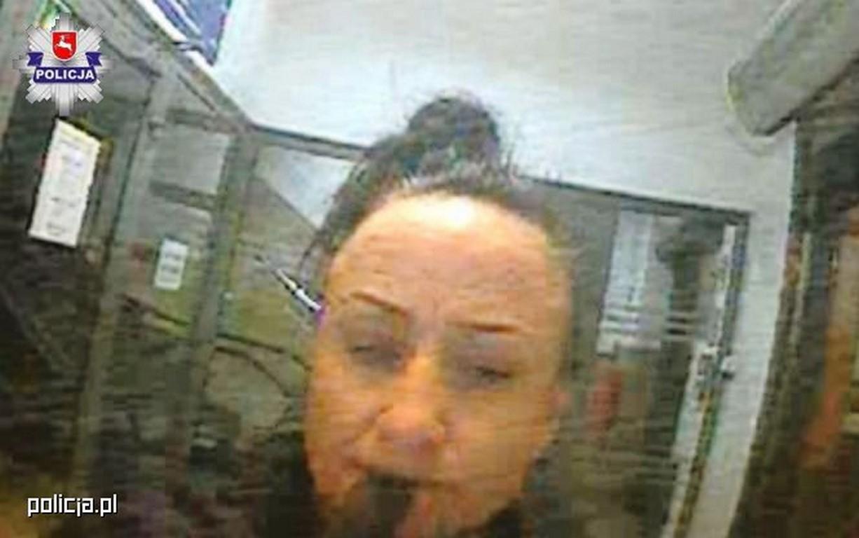 KTO JĄ ROZPOZNAJE? - Kobieta wypłacała pieniądze z bankomatu pochodzące najprawdopodobniej z przestępstwa