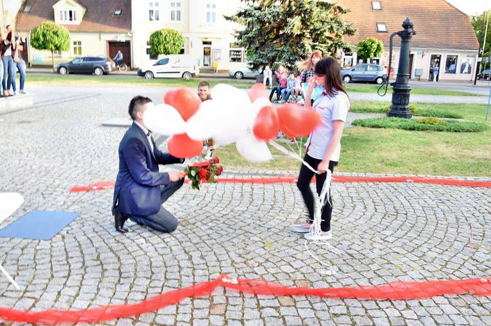 Nowy Tomyśl - Zaręczyny jak z romantycznego filmu [ZDJĘCIA, FILM]
