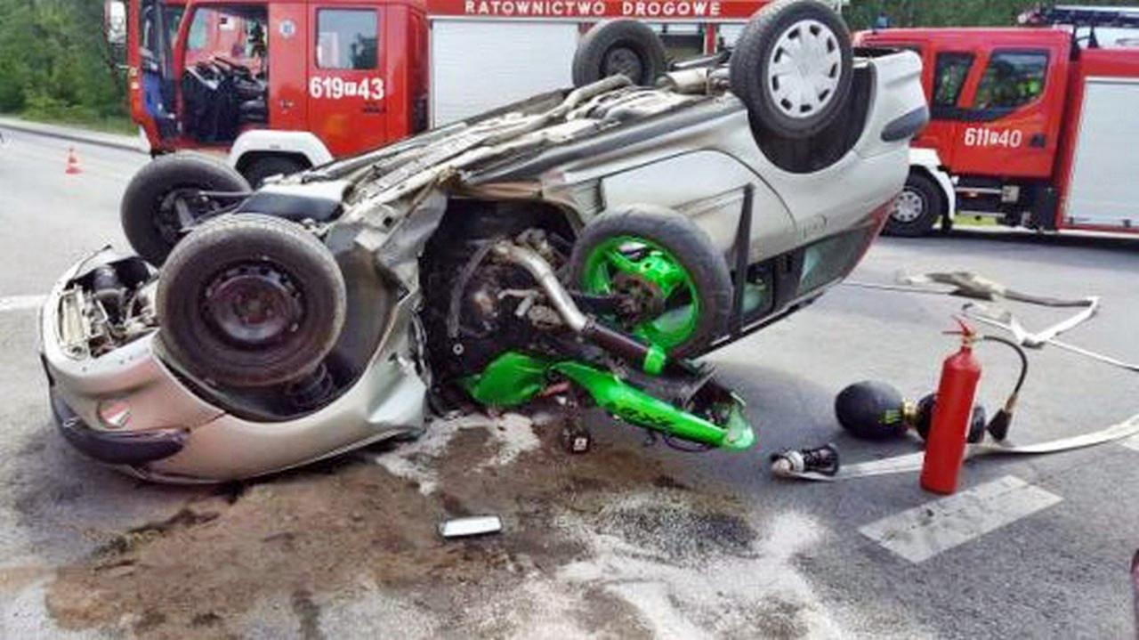 Kolejny wypadek na DK 11. Zderzenie samochodu osobowego i motocykla