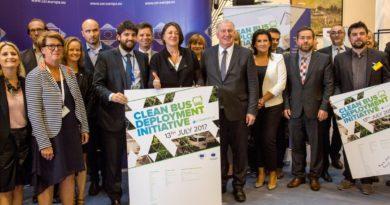 """Solaris podpisuje Europejską Deklarację na rzecz """"czystych"""" emisyjnie autobusów"""