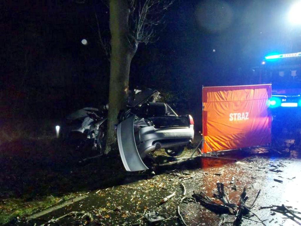 W tragicznym wypadku, śmierć na miejscu ponieśli 17-letni i 21-letni mieszkańcy powiatu chodzieskiego i wągrowieckiego [AKTUALIZACJA]