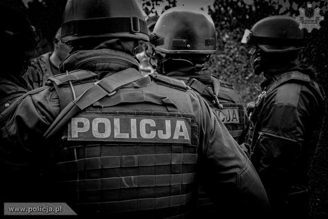 Śmierć policjanta na służbie – zginął postrzelony przez bandytę ! Zabity gangster, który strzelał z kałasznikowa pochodził z Wielkopolski.