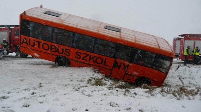 Niebezpieczny wypadek autobusu z dziećmi w Otorowie
