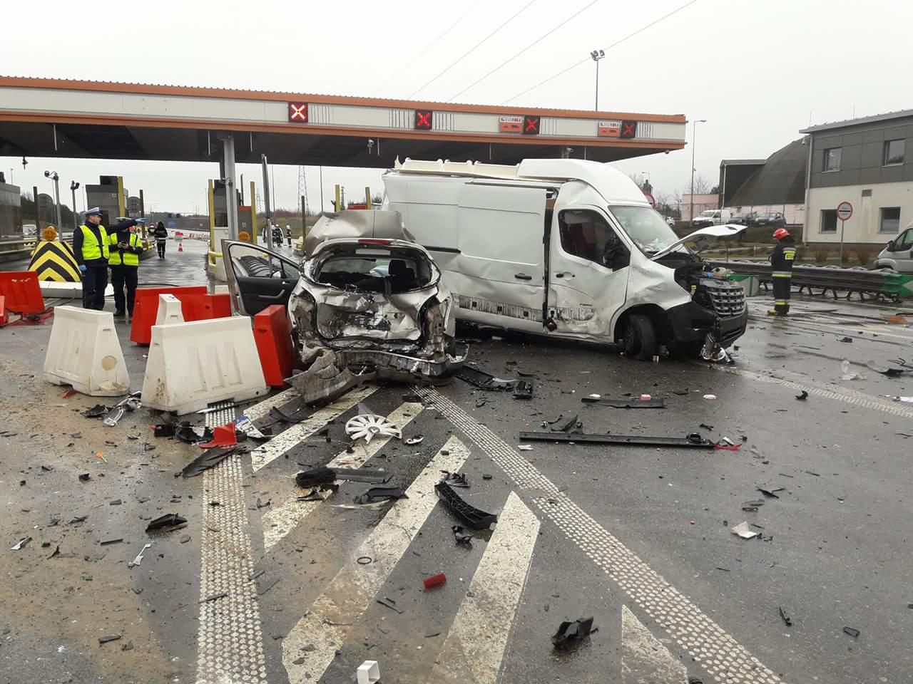 Rozpędzony tir staranował samochody przy punkcie poboru opłat [AKTUALIZACJA]
