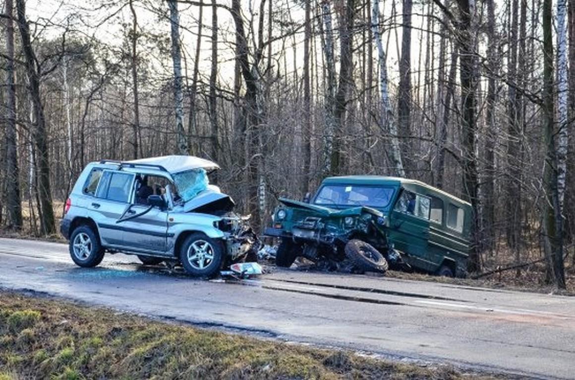 Tragedia ! Jedna osoba nie żyje, dwie ranne ! Czołowe zderzenie auta osobowego z wojskowym na DK 15