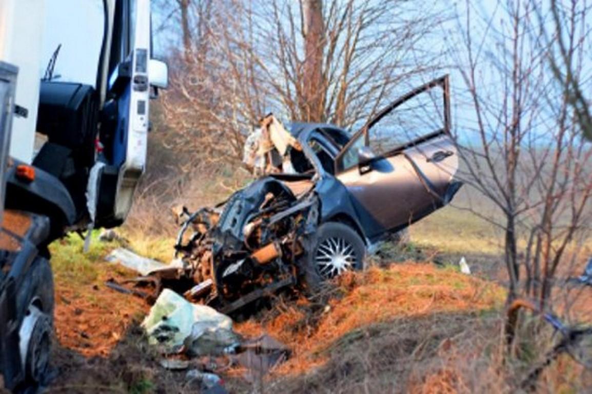 Nie żyje 26-latka ! Tragiczny wypadek - zderzenie citroena z ciężarowym starem do przewozu mleka