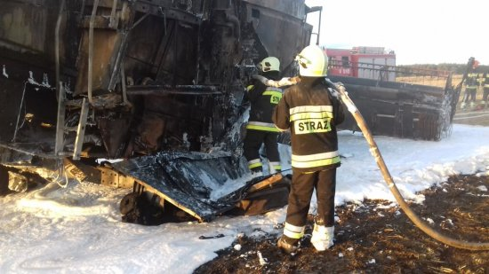 Nowy Tomyśl - Uwaga ! Płonie zboże na pniu, ścierniska i maszyny rolnicze