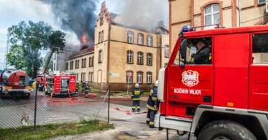 Potężny pożar budynku szkoły muzycznej i Powiatowego Centrum Pomocy Rodzinie w Krotoszynie [ZDJĘCIA]