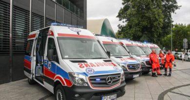 5 ambulansów już pracuje i pomaga ratować życie. Samorząd Województwa dołożył pieniądze do ich kupna