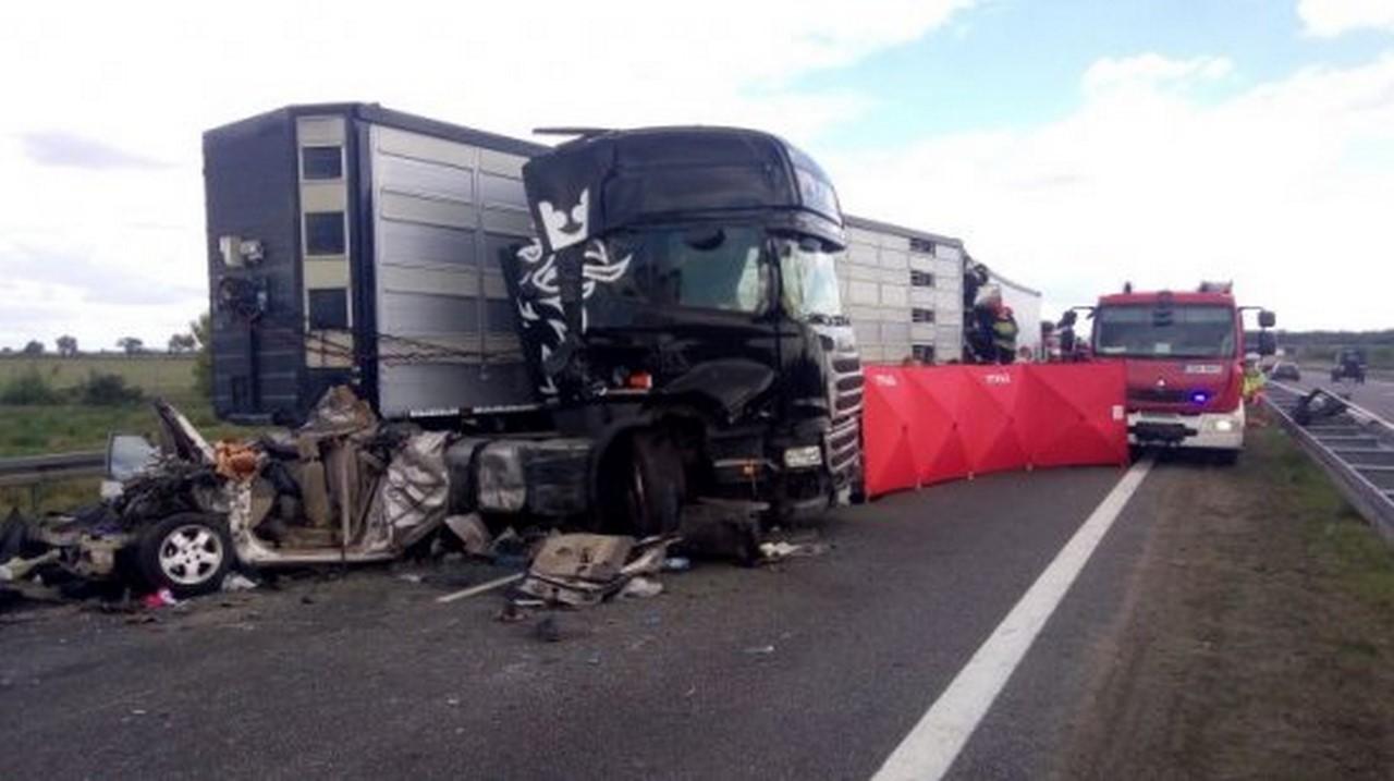 Karambol na autostradzie A2 ! Nie żyje jedna osoba ! Zderzyły się 3samochody ciężarowe oraz auto osobowe [AKTUALIZACJA]