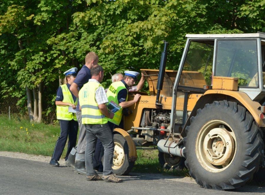 Uwaga ! Drogówka kontroluje pojazdy rolnicze