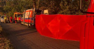 Tragiczny wypadek na drodze powiatowej ! Nie żyje kobieta ! Droga zablokowana