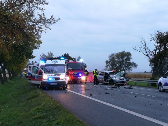 Kolejna tragedia na pechowym odcinku drogi ! Nie żyje 71-letni mężczyzna, 13-letnia dziewczynka w stanie cieżkim przetransportowana śmigłowcem LPR do szpitala
