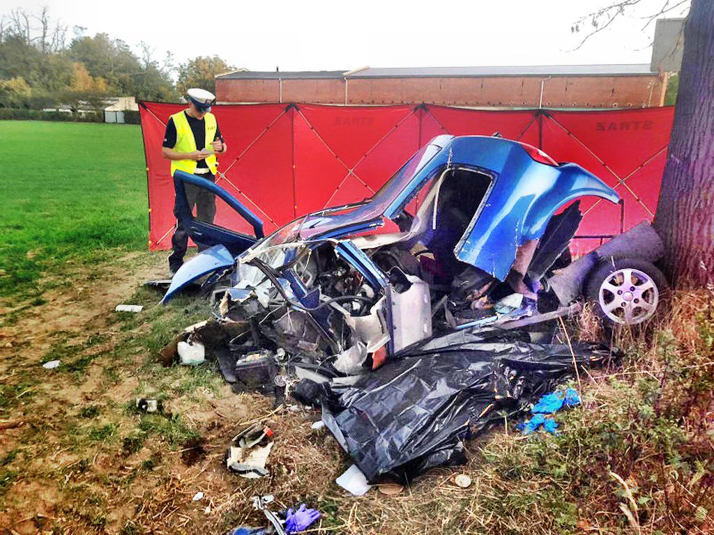 Tragedia ! Dwie osoby nie żyją ! Kierowca Sprintera 25-letni obywatel Mołdawii uderzył w prawidłowo jadący pojazd JDM ABACA.