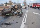 Bardzo groźny wypadek na łuku drogi krajowej. Trzy osoby trafiły do szpitala