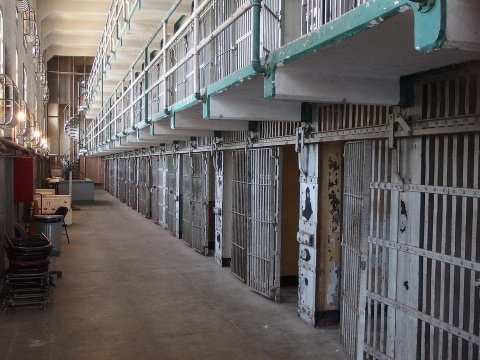 Usiłował zabić funkcjonariusza służby więziennej Zakładu Karnego we Wronkach. Mimo odbywania kary do 2039 r. został tymczasowo aresztowany.