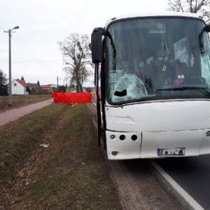 Tragiczny niedzielny poranek! Nie żyje 24-latek potrącony przez autobus! Utrudnienia!