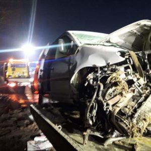 Kolejny tragiczny wypadek! Kierujący VW T5 zderzył się  czołowo z nadjeżdżającym VW Caddy. Nie żyje 22-latek.