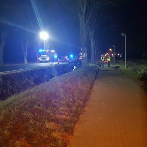 Kolejny tragiczny wypadek ! Nie żyje 41-letnia kobieta. VW Golf po zderzeniu z sarną uderzył w drzewo [ZDJĘCIA]