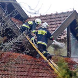 Nowy Tomyśl: Heroiczna walka strażaków z pożarem budynku mieszkalnego AKTUALIZACJA [ZDJĘCIA, FILM]