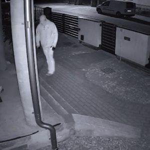 Uwaga! Poszukiwani sprawcy włamania do domu jednorodzinnego! Policja prosi o pomoc [FILM]