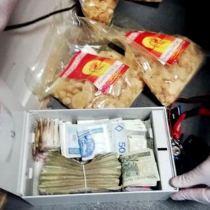 Narkotyki w myjni samochodowej - Aż osiem kilogramów i spora kwota w gotówce!  AKTUALIZACJA [ZDJĘCIA, FILM]