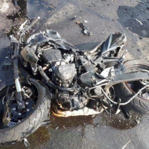 Tragiczny wypadek ze skutkiem śmiertelnym! Nie żyją dwie młode osoby podróżujące jednośladem