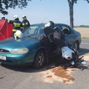 Nowy Tomyśl - Kolejne bardzo groźne zdarzenie z udziałem motocyklisty! Dwie osoby jadące motocyklem trafiły do szpitali [ZDJĘCIA, FILM]