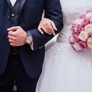 Policjanci na przyjęciu weselnym zatrzymali poszukiwanego dwoma listami gończymi