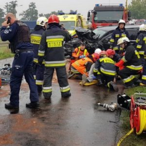 Czarna seria na drogach powiatu! Dwie osoby zginęły, a pięć zostało rannych w wypadkach