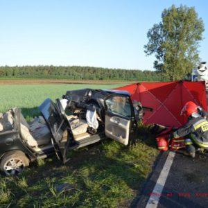 Kolejna śmierć na drodze! Nie żyje młoda kobieta! Tragiczne zderzenie auta osobowego z ciężarówką.