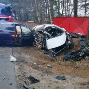 Kolejna śmiertelna ofiara na drodze! Nie żyje 19-latka! 23-latek kierujący toyotą trafił do szpitala.