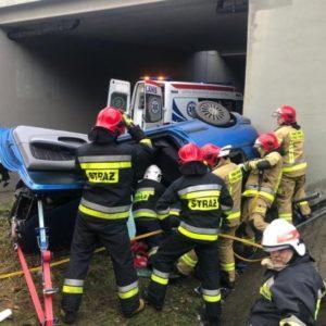 Nowy Tomyśl - dramat 21-latka rozegrał się przy wiadukcie autostradowym w Kozich Laskach. Na miejscu śmigłowiec LPR