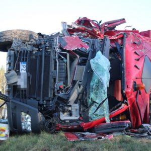 Bardzo groźny wypadek samochodu ciężarowego