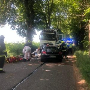 Nowy Tomyśl - czołowe zderzenie samochodu osobowego z ciężarówką