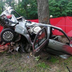 Tragiczny wypadek w Sierakowie! Kierowca zginął namiejscu.