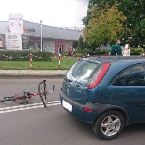 Nowy Tomyśl: 23-latka kierująca Opelm nie ustąpiła pierwszeństwa przejazdu kierującej rowerem 71 letniej kobiecie
