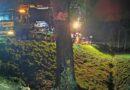 Tragiczny wypadek na DK 15!   BMW w wyniku uderzenia w drzewo rozpadło się na części