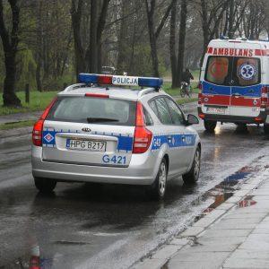 POLICYJNA ESKORTA SENIORKI DO SZPITALA.