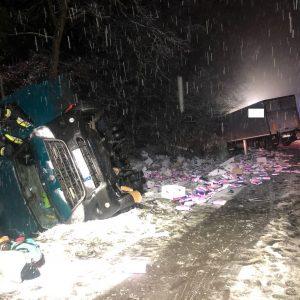 Bardzo groźny wypadek z udziałem auta ciężarowego i dostawczego