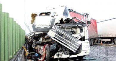 Niebezpieczny wypadek ciężarówek na S5