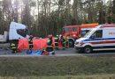 TRAGICZNY WYPADEK NA DRODZE KRAJOWEJ NR 12! Czołowe zderzenie Opla z ciężarowym Iveco. Nie żyje młody mężczyzna