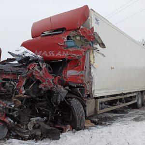 GROŹNY WYPADEK NA DRODZE KRAJOWEJ NR 25! Zderzenie auta osobowego, dostawczego oraz dwóch samochodów ciężarowych.