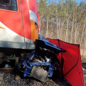 TRAGEDIA NA TORACH! Zderzenie pociągu z autem osobowym