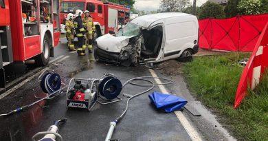 Wypadek samochodu ciężarowego przewożącego paliwa z samochodem osobowym