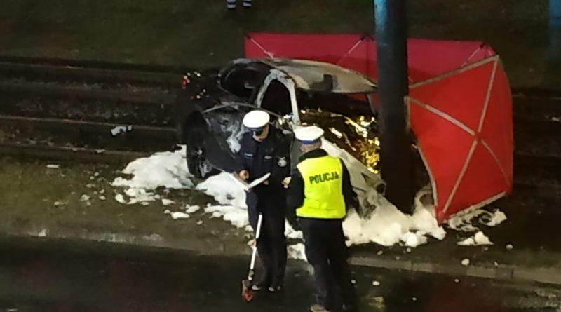 Tragiczny wypadek! Nie żyją dwie osoby! Auto spłonęło