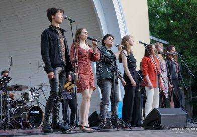 """Maanam zabrzmiał w Parku Wilsona. Pierwszy koncert z cyklu """"poznańskie muzykalia"""" [ZDJĘCIA, FILM]"""
