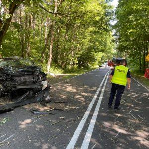 Tragedia na drodze! Nie żyje 58-letnia kobieta, 15-letni pasażer został przewieziony do szpitala